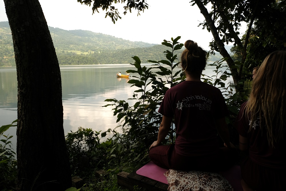 ashram-meditaion-in-forest-lake